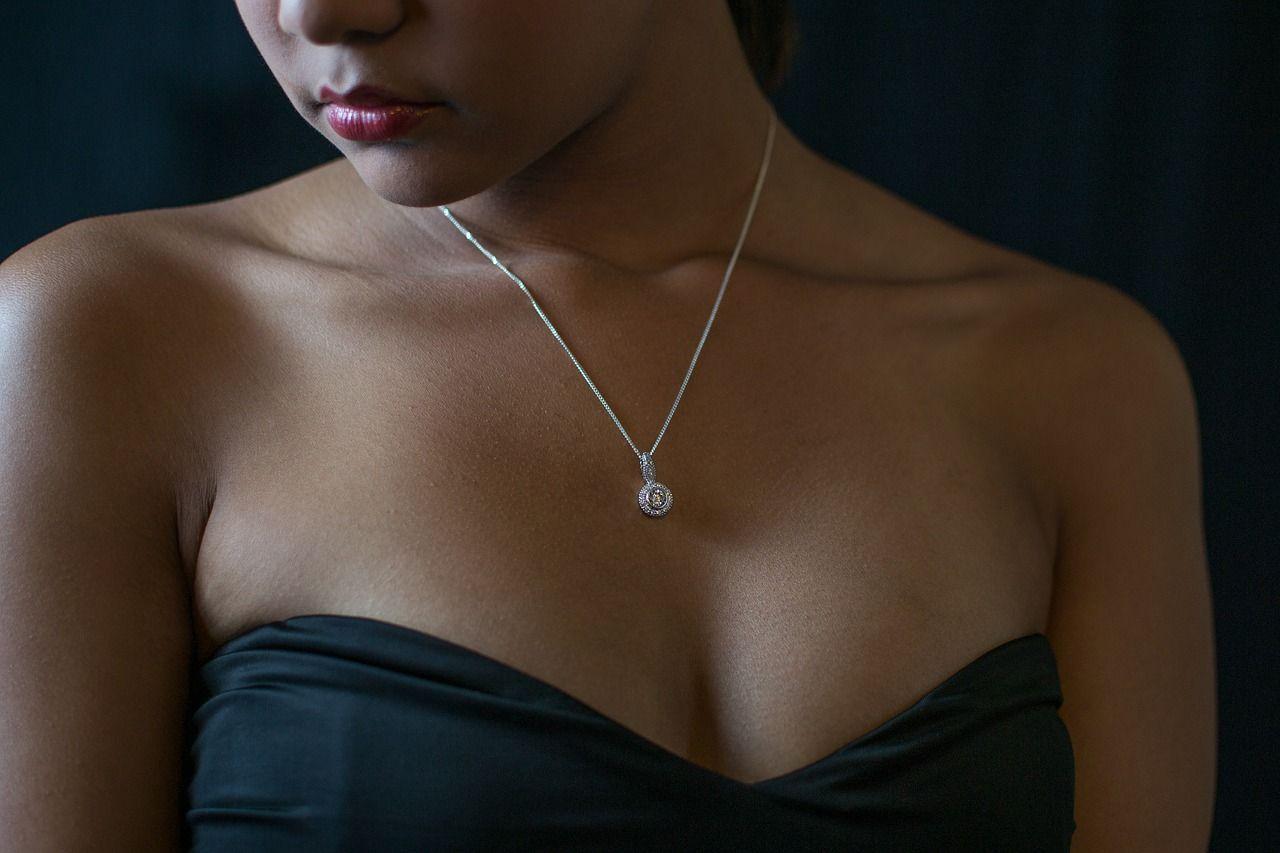 Modne dodatki biżuteryjne do każdej stylizacji