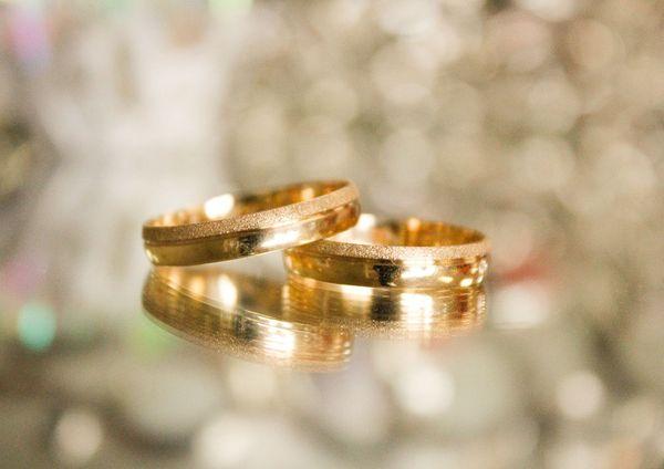 Zalety korzystania ze złotej biżuterii