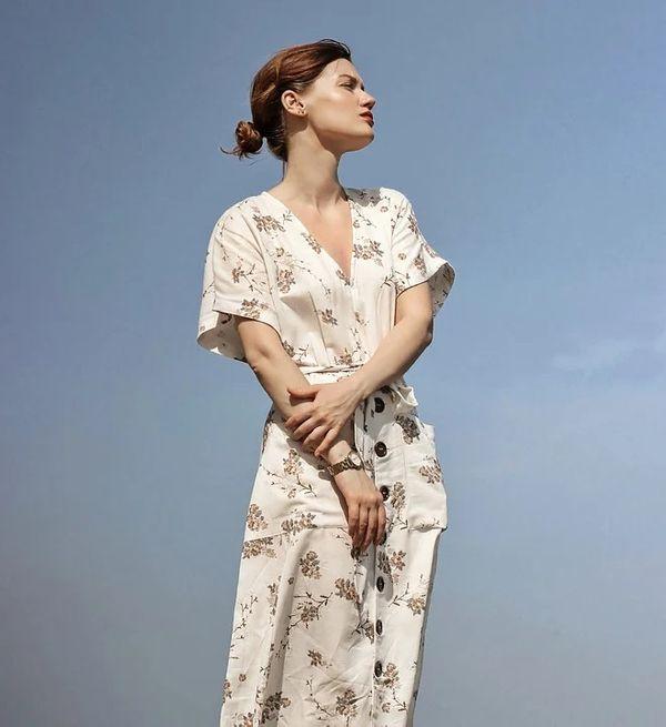 Jak zestawić modną sukienkę w kwiaty?